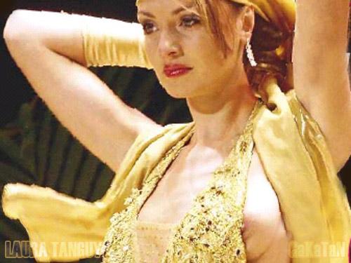 Laura Tanguy montrant son sein lors de Miss Bordeaux. Que va dire Mme de Fontenay ?