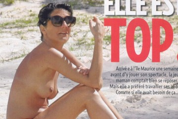 Florence-Foresti-nue-topless-voici-1160