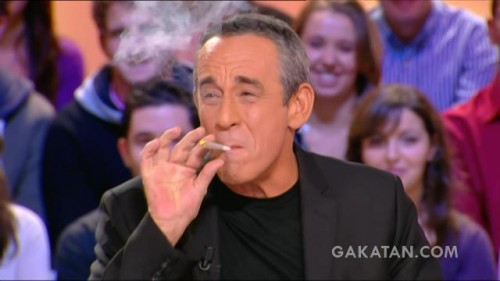 Thierry Ardisson fume un joint au Grand Journal (video)