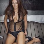 Karole-Rocher-nue-topless-paris-match-3270-toutes-nues