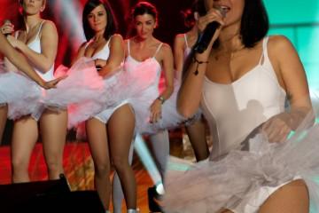 Alizee-Lorie-Jenifer-sexy-Les-enfoires-2012