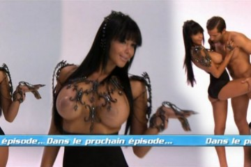 Nabila-nue-topless-sexy-Les-Anges-4-040512