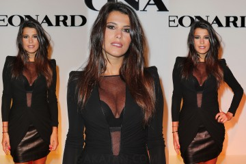 Karine-Ferri-sexy-decollete-defile-leonard-fashion-week-2013