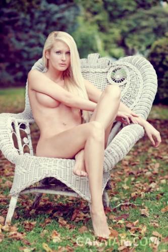 Tatiana-Laurens-Delarue-nue-Entrevue-Fevrier-2014-02