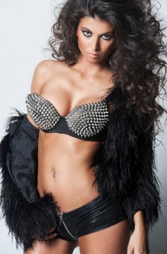Serena-nue-topless-IDV4-Entrevue-Septembre-2014-266-02