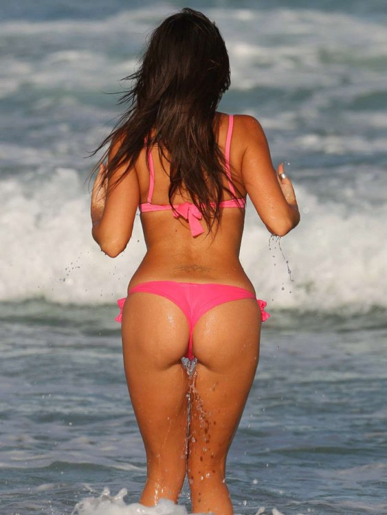 Claudia-Romani-sexy-bikini-fesses-Secret-Story-9-8