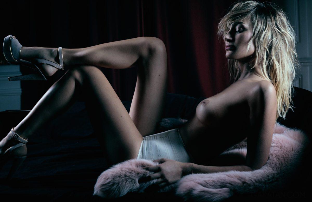 pauline-lefevre-nue-topless-lui-novembre-2016-32-03